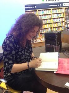 Janice Jakait signiert